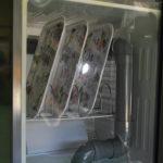 冷蔵庫で作った除菌庫でトレイを洗う